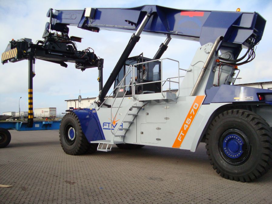 Reach Stacker FT4570PB for full containers & swap bodies