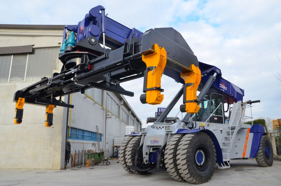 Reach Stacker FT4570 for full containers