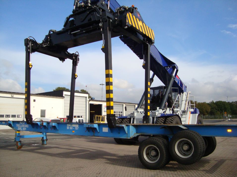 Reach Stacker FT4575PB for full containers & swap bodies