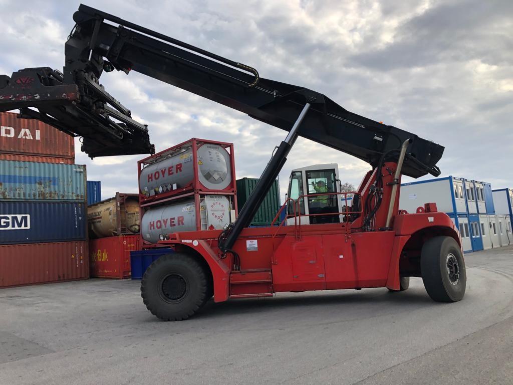 Maschine von der Seite | Heavy Duty Forklifts | Container Handling Equipment